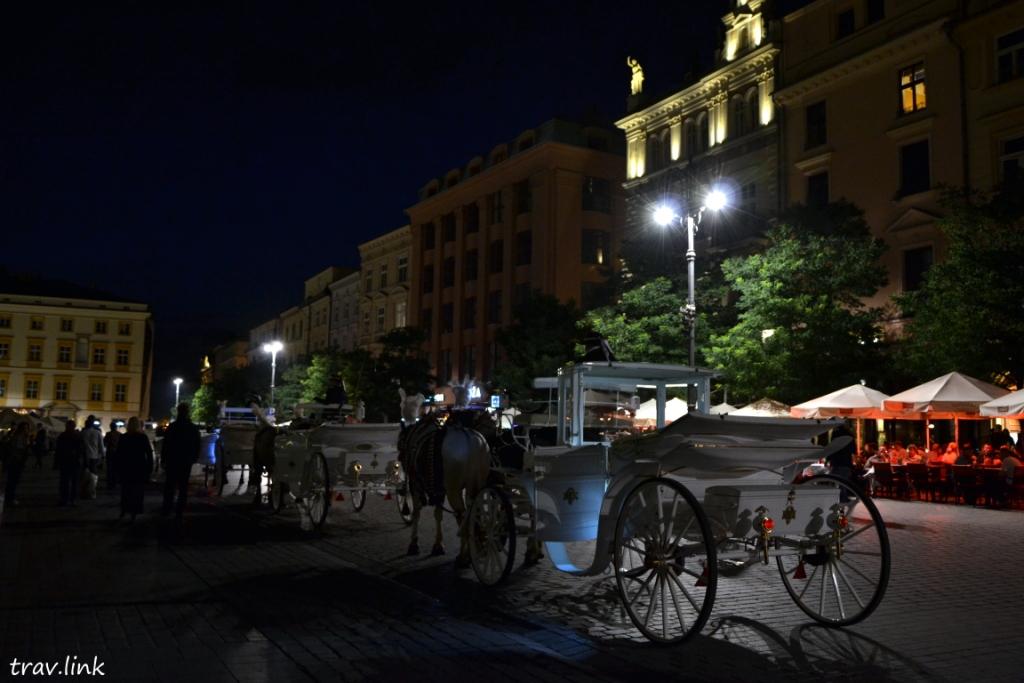 кареты в центре Кракова фото