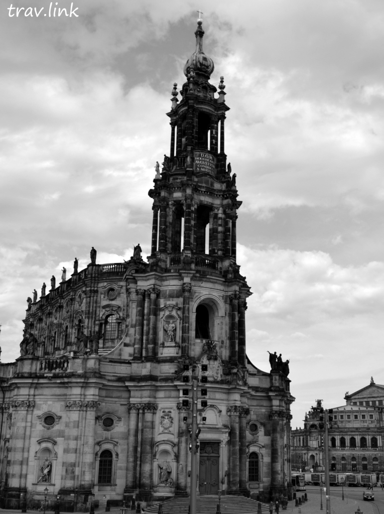 Дрезденская Хофкирхе (нем. Hofkirche — «придворная церковь», также Католическая придворная церковь (нем. Katholische Hofkirche)