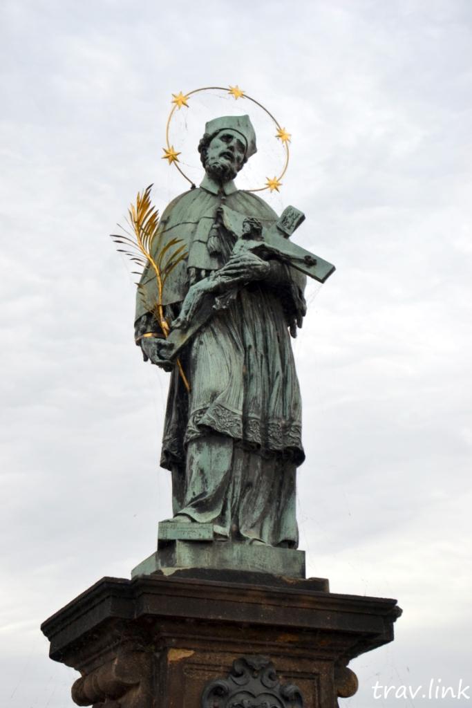 скульптура карлов мост фото в Праге Чехия