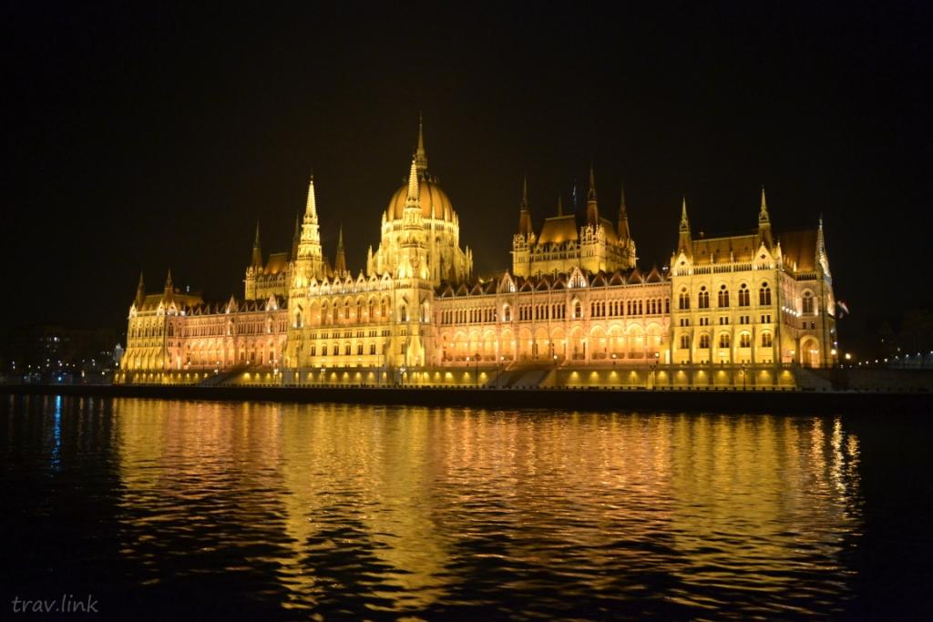 здание парламента Венгрии ночью