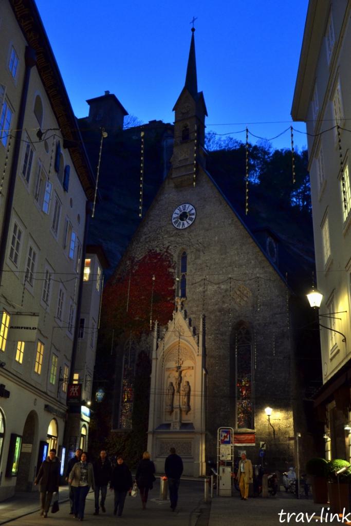Коллегиенкирхе (Kollegienkirche). Бывшая университетская церковь, построена в 1707 году