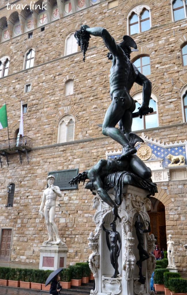 Персей с головой Медузы Горгоны, скульптура во Флоренции