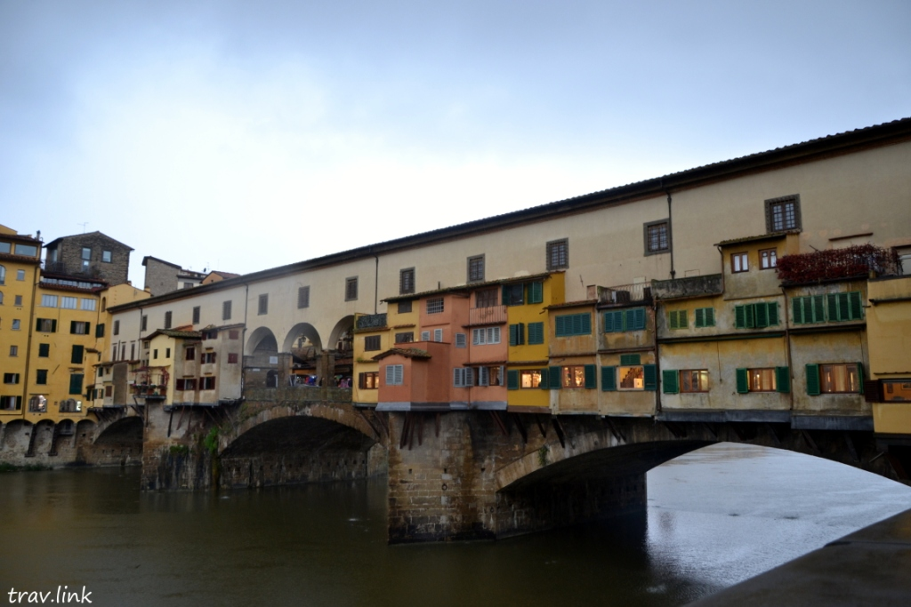 Понте Веккьо (итал. Ponte Vecchio, «старый мост»)