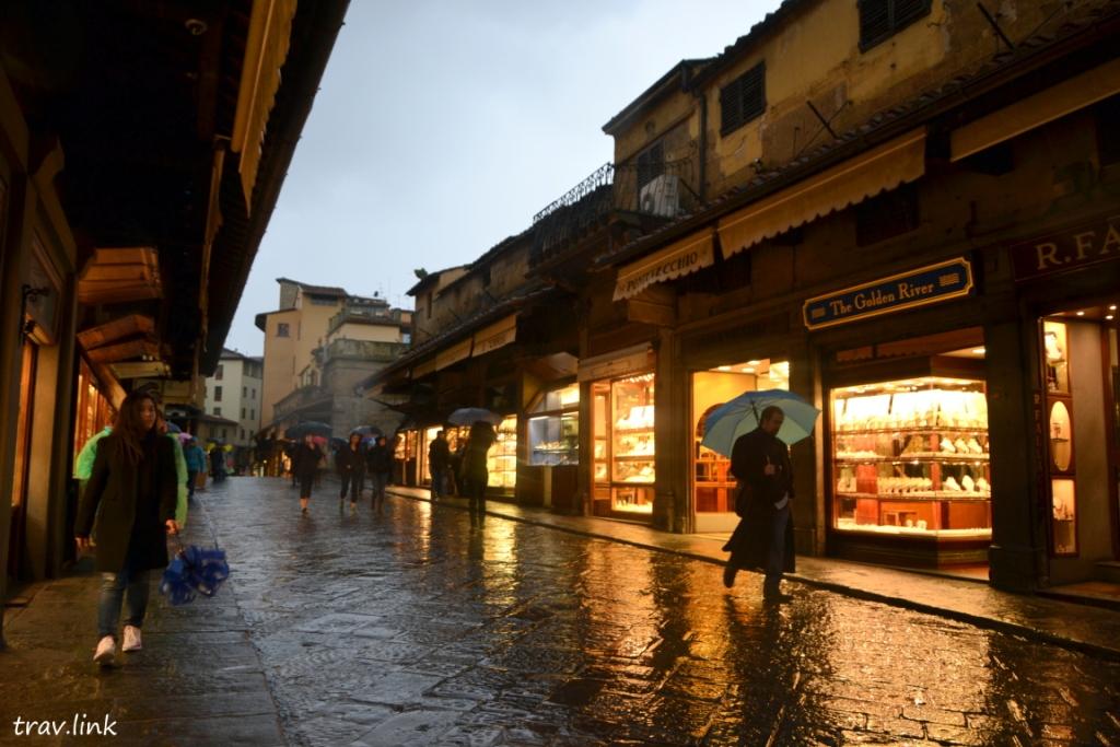 Понте Веккьо (итал. Ponte Vecchio, «старый мост») - знаменитый мост через реку Арно