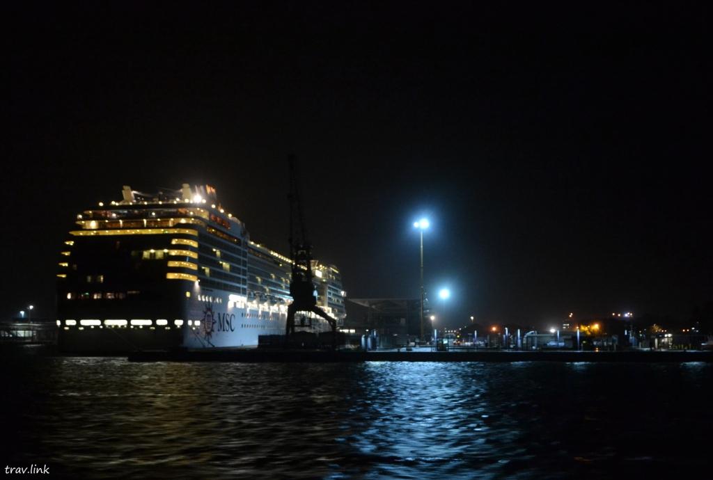 круизный лайнер в Венеции фото