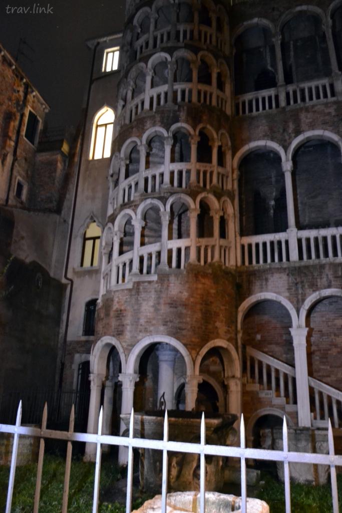 """""""пизанская башня"""" в Венеции фото"""