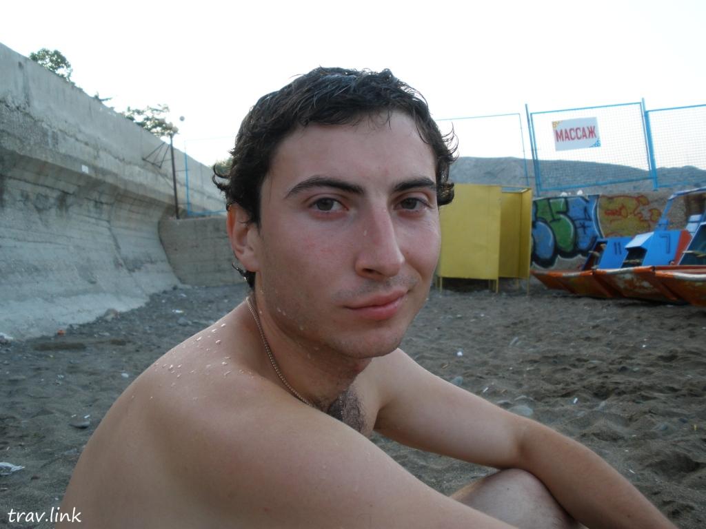 Русфет Кадыров на пляже в Судаке