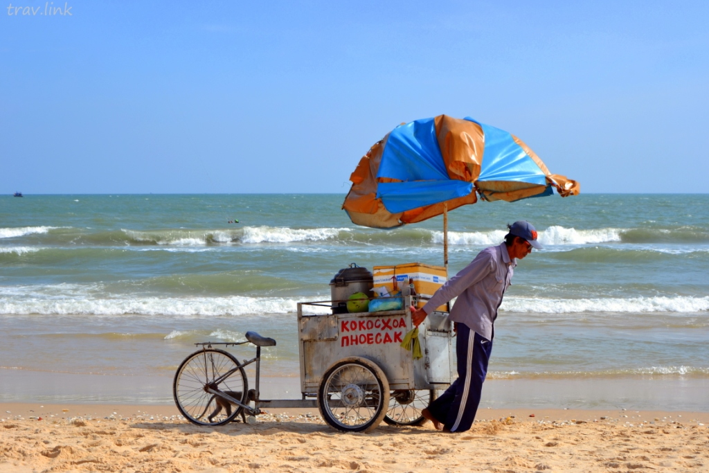 торговец на пляже во Вьетнаме