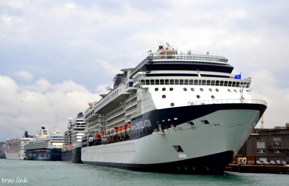 Круизные лайнеры в Босфоре. Стамбул