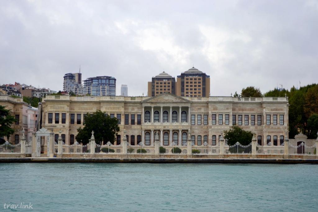 дворец на берегу Босфора