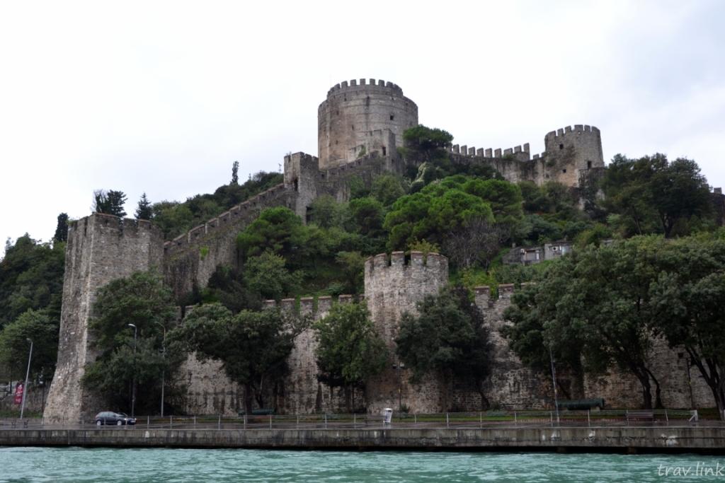 Румельская крепость, Румелихисар (Боаз-Кесен (в переводе с турецкого — «перерезающая пролив, горло»), греч. Ρούμελη Χισάρ, тур. Rumeli Hisarı) — крепость, расположенная в европейской части Стамбула на берегу Босфора к северу от района Бебек.