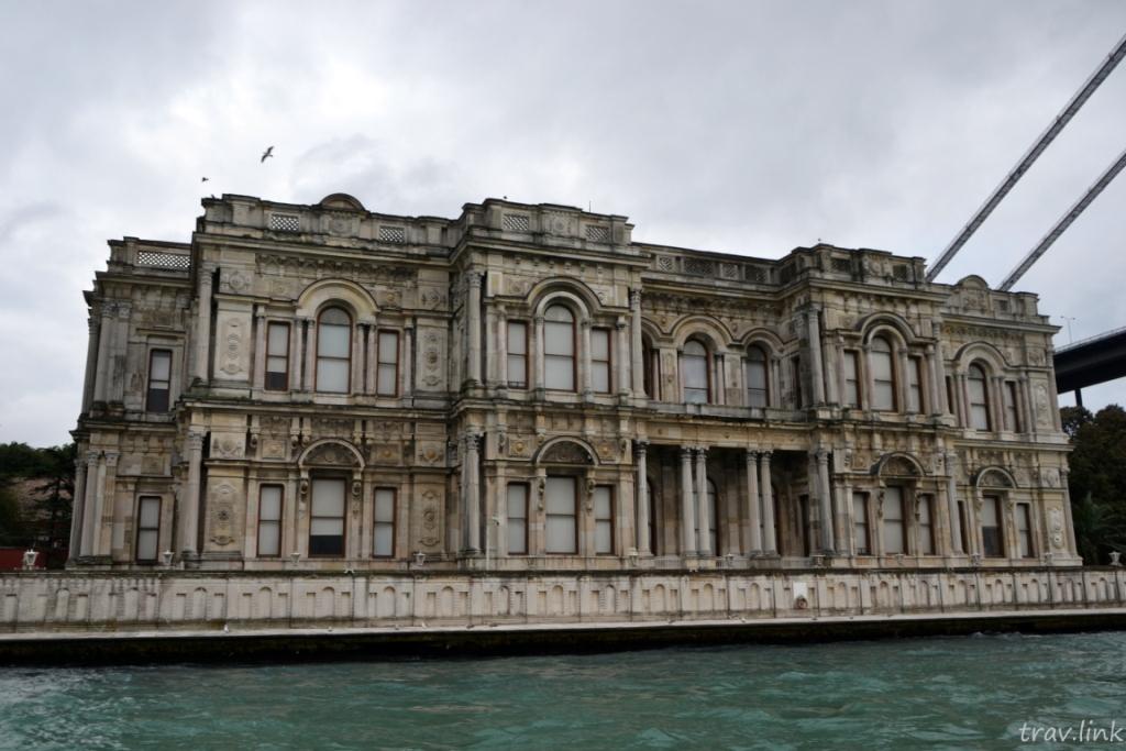 Дворец Бейлербейи фото с Босфора