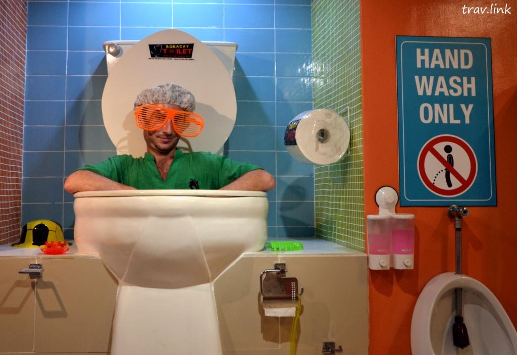 Boracay toilet фото. Русфет Кадыров