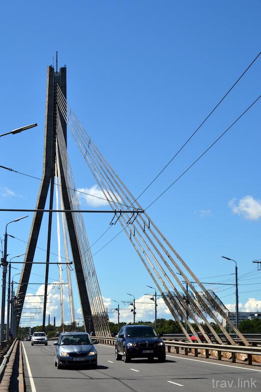 Вантовый мост в Риге фото