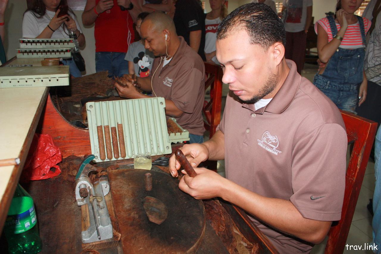 Как делают сигары в Доминикане фото