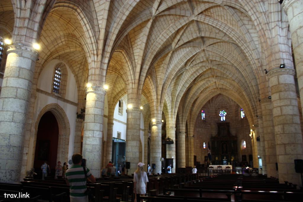 Санто-Доминго фото. Первый собор Америки внутри