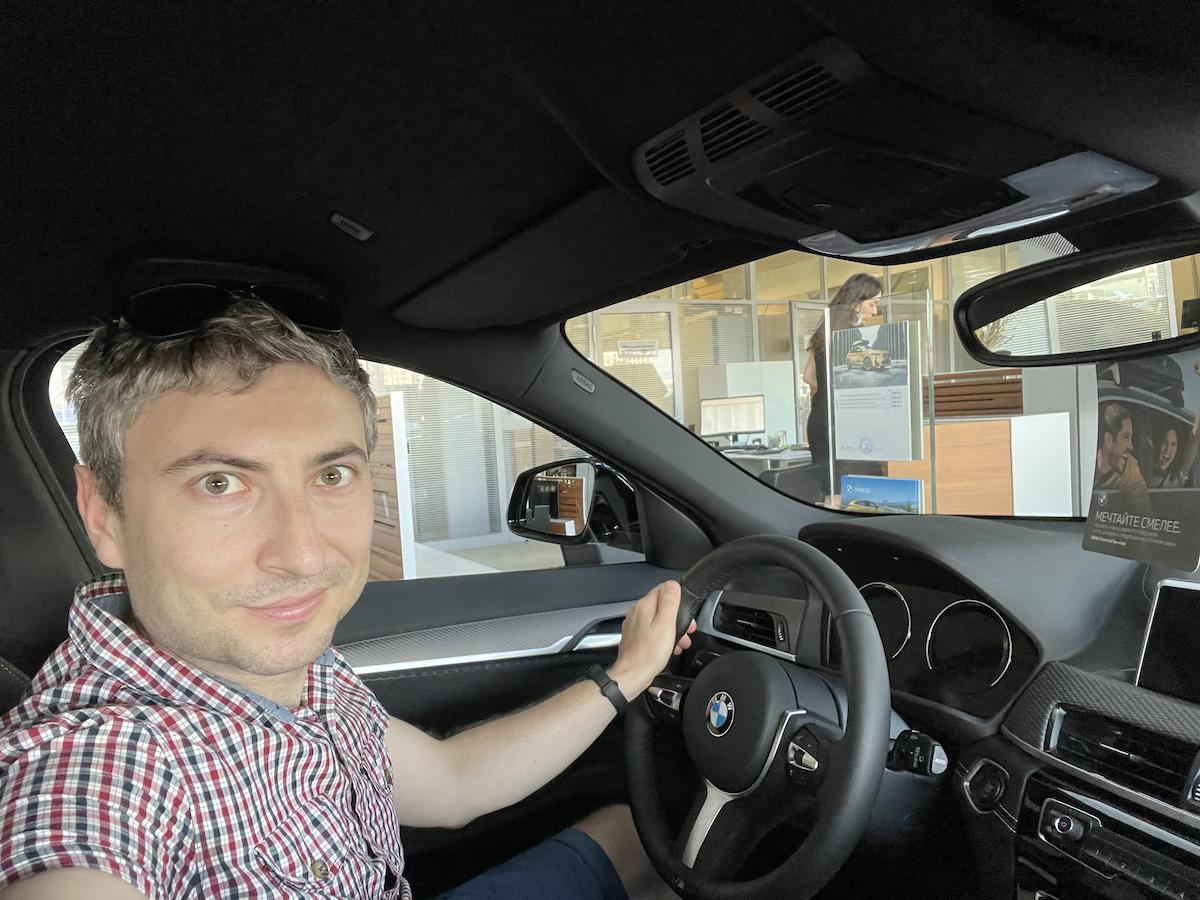 Русфет Кадыров за рулем