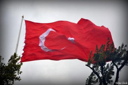 Турецкий флаг над Стамбулом фото